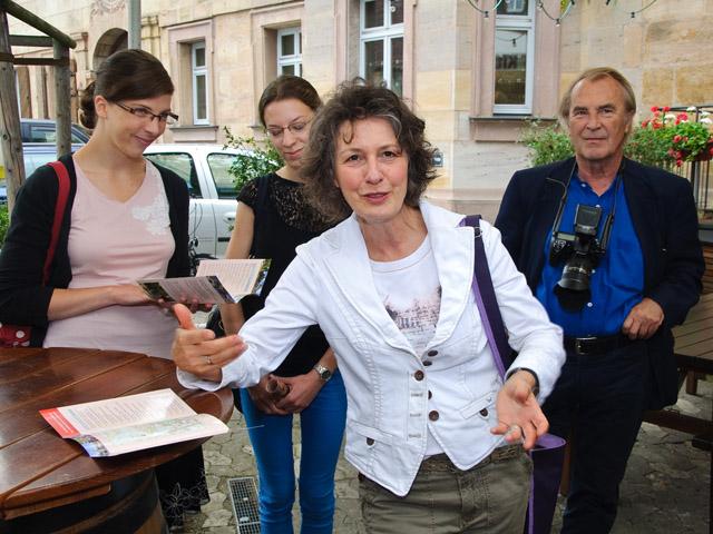 Claudia Koolmann, Sprecherin der Erlanger Stadtführer, hat die Tour inhaltlich gestaltet.