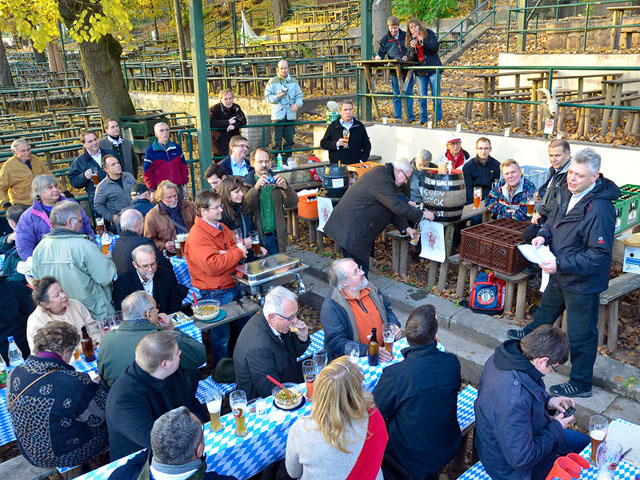 Jochen Buchelt erklaert die Historie zum Erlanger Weizenbock.