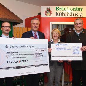 Engagement für Erlangens Gewässer:  Kitzmann Bräu überreicht Stadt großzügigen Scheck