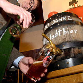 10 Jahre Erlanger Altstadtbier: Anstich im Biermuseum der Steinbach Bräu
